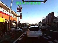 自転車乗りが左折巻き込みで当て逃げされる動画。うp主は自転車の人。