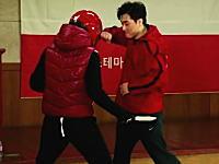 韓国のシステマ(格闘術)マスターによるデモンストレーションがカッコイイ。