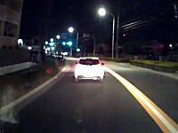 デミオは被害者か加害者か。走行中の車の側面に体当たりする人。検証動画あり。