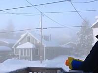 極寒の地カナダ。-41度の世界で水鉄砲を撃つとどうなる?こうなります。