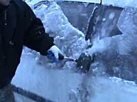 豪快すぎる・・・。極寒の地では新車を買ってもすぐボコボコになりそう動画。