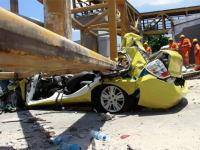 歩道橋が高速道路に落下して4名が死亡した事故現場の映像がヤバい・・・。