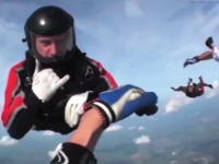 スカイダイビング中に意識を失った私を助けてくれた仲間たち。ヘルメットカメラ。