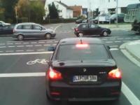 イライラ状態からの発進で警察を呼ぶはめになってしまったBMWの運転手。