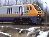 前を行く貨物列車に衝突しそうになった後続列車の運転手が最後に取った行動。