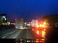 電柱さんがご臨終。公道で乱暴な運転をしていた二台が事故っちゃう車載。