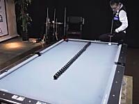 ボールが自由すぎる・・・。ビリヤードのトリックショットが凄すぎる神動画。