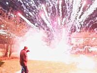 打ち上がった花火が炸裂する前に起きてきたら⇒怖い。花火のFails Compilation