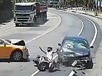 2ちゃんに投稿された交通事故動画。ドライブレコーダーの事故まとめ!