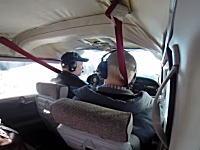 バードストライクの瞬間。ガチョウが飛行機の窓をぶち破って機内へ(((゚Д゚)))
