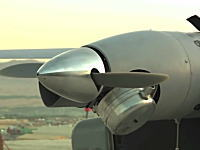 軍事動画。海自が配備を検討している護衛艦発着の無人偵察機RQ-21の映像。