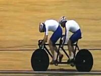 そんな壊れ方するんだ。自転車のカーボンホイールが競技中に粉砕しちゃう。