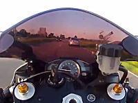 死にかけ心臓バクバク動画。ヤマハYZF-R1で220km/hまで加速したと思ったら