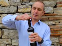 うっかりワインオープナー(コルク抜き)を忘れてしまった時の対処法動画。