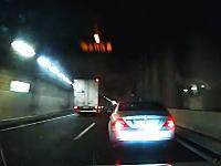 名古屋の高速道路でベタ付け鬼煽り。鬼クラクションに鬼パッシングなDQN車載