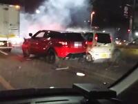 福岡で脱法ハーブを吸った男がラリって車で大暴れしている映像がアップされた