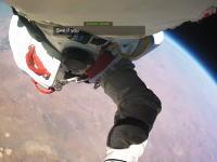 完全に宇宙だわ。成層圏から地上に向かってダイブした男のダイバービュー公開。