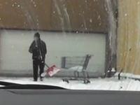 この除雪をしている人の仕事が雑すぎるwwwなんだ不貞腐れてんのか?動画
