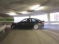 立体駐車場の上りスロープをドリフトしながら上ってみた動画。グッド3539バッド54