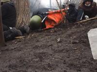 ウクライナの暴動がもはや戦争状態だった動画。カメラの目の前で狙撃されてしまう瞬間