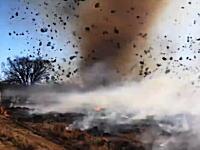 なんか凄い光景。野火+ダストデビル+タンブルウィード⇒炎上で凄い事にwww