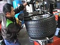 鬼の太さ。カウンタックのリアタイヤ交換がとても大変そう動画。345/35VR15