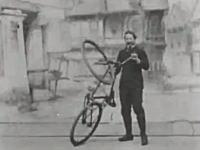 100年以上前にトーマス・エジソンが撮影した自転車の曲乗り映像。360度ループもあり