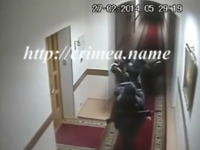 ウクライナ動画。ロシアの特殊部隊がクリミア議会に突入し占拠する一部始終の映像が公開される。