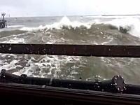 大波直撃レストランの一番近い席から撮影されたビデオがあったったwwww