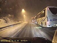 はじめての雪道にビビリまくる1000mgさん動画。3.10滋賀県で大雪に遭遇車載。