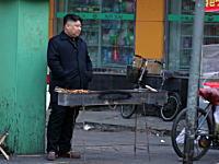 中国でキム・ジョンウンが屋台で働いている!という画像が人気になってる。