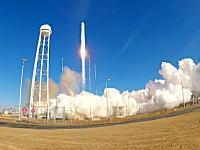 カメラに向かってくる粉塵。ロケットの打ち上げを近距離からGoPro撮影。