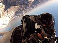 アメリカ海軍の空母航空団「第27戦闘攻撃飛行隊」のコクピットビデオ。