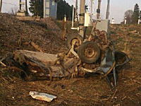 これは死ぬわ・・・。2名が即死した電車と車の接触事故の映像と残骸の写真。