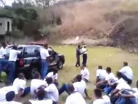 ブラジルの手榴弾投げ訓練で大パニック。投げたら跳ね返って群衆の中にwww