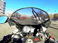 すり抜け注意報。バイクによる高速すり抜けを撮影しようとして事故った車載。