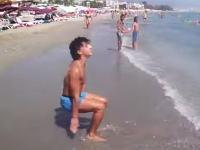 これは人間の動きじゃなくね?ビーチで凄い男が撮影される。特に後半すげえwww