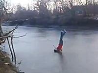 あぶねえ。凍った川に危険なダイブ。割れなかったら起こして・・・。になってた。