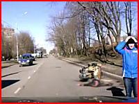 ライダーが死亡。左折車に衝突⇒ガードレールに激突⇒自分のバイクにズリズリ・・・。