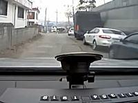 韓国車のタクシー恐ろしい。急加速して制御不能になり中華料理屋に突っ込む車載。