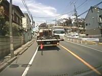 落下物の恐怖。千葉県でトラックの荷台から鉄骨が落ちてきたドライブレコーダー