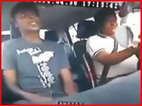 助手席に座った乗客に刺殺されてしまったタクシードライバー。流血注意。