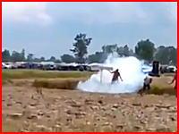 花火の打ち上げ失敗で点火した人が即死する事故の映像。これは(((゚Д゚)))ガクガク