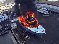 うわあ(@_@;)スーパー高そうなスーパーヨットが大炎上している様子を空撮してみた。