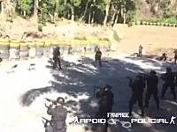 ブラジルの特殊部隊の訓練が危険すぎる(@_@;)実弾射撃している前を仲間が歩く。