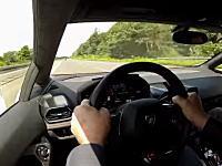 時速329kmの世界。ランボルギーニ・ウラカンをアウトバーンで走らせてみた動画。