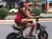 酔っ払いか。ギャルが2ケツで曲乗りしていたスクーターが転んでしまう動画ww