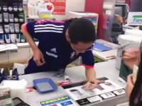 大須のファミリーマートの店員さんの動きがおかしいとネット民で話題にwww