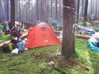 キャンプ場で3人の命を奪った大嵐のビデオ。落雷は倒木により3名死亡。9名負傷。