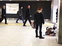 児童虐待。渋谷駅で子供を蹴り飛ばす母親の姿が撮影されて話題になっている。